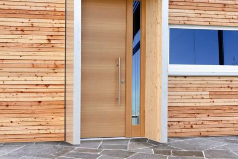 Haustür Osttirol aus Holz mit Fixteil rechts mit Fassate Tür Osttirol