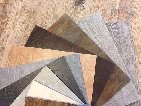 Musterfächer Vinylboden Osttirol verschiedene Farben