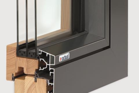Nahaufnahme mit Schnitt von Holz-Alu Fenster actual Osttirol